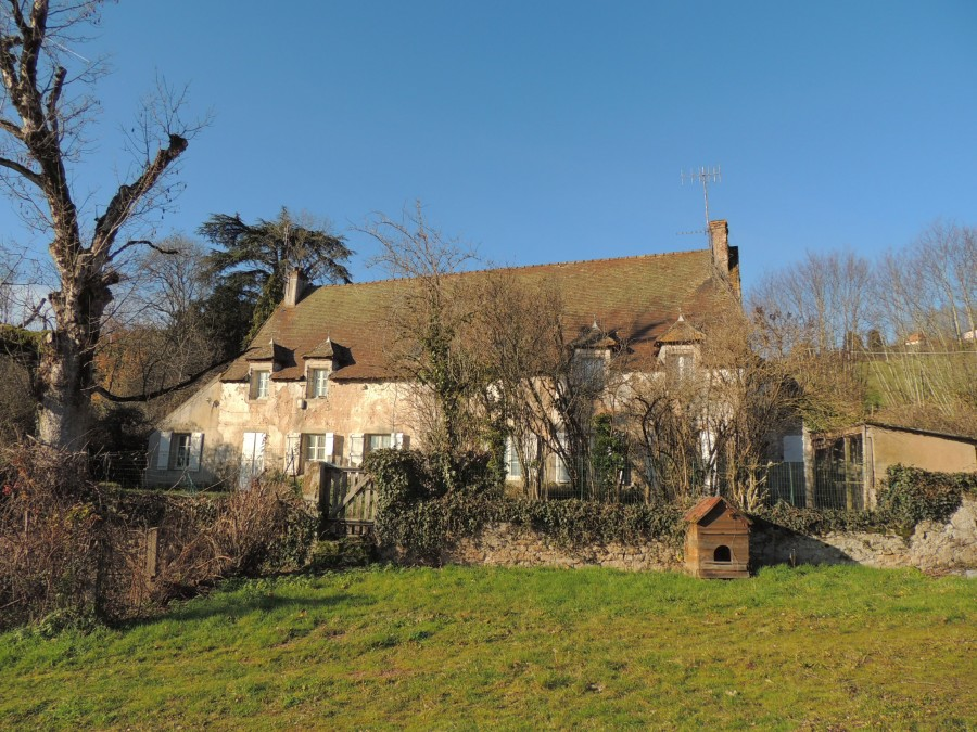 Period house , with a large amount of land, in the middle of a village