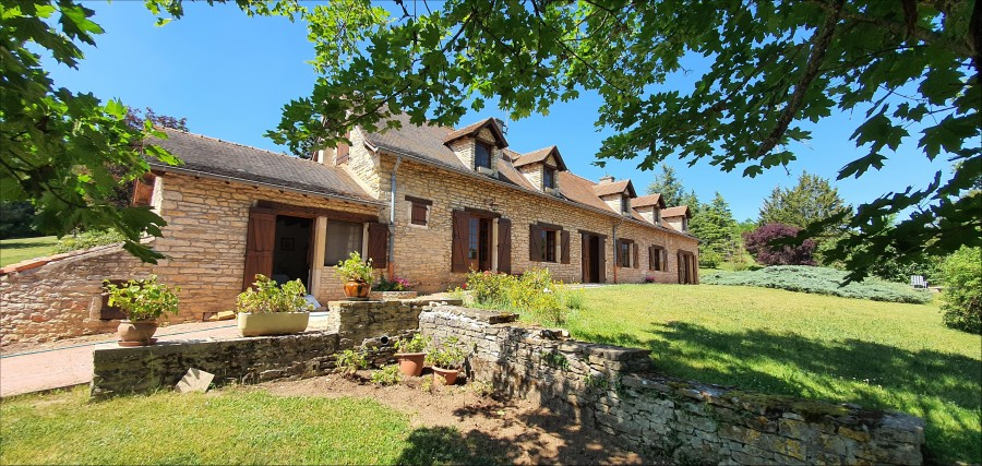 Fine view over Cluny, three acres of ground with a pool
