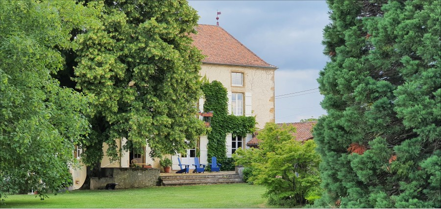 Fine house in 4 acres of grounds in SW Burgundy