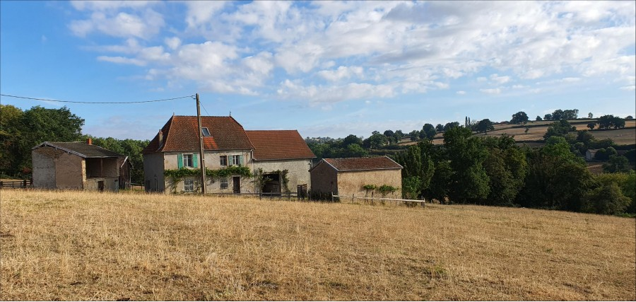 Wonderful view, isolated position, farmhouse needing renovation