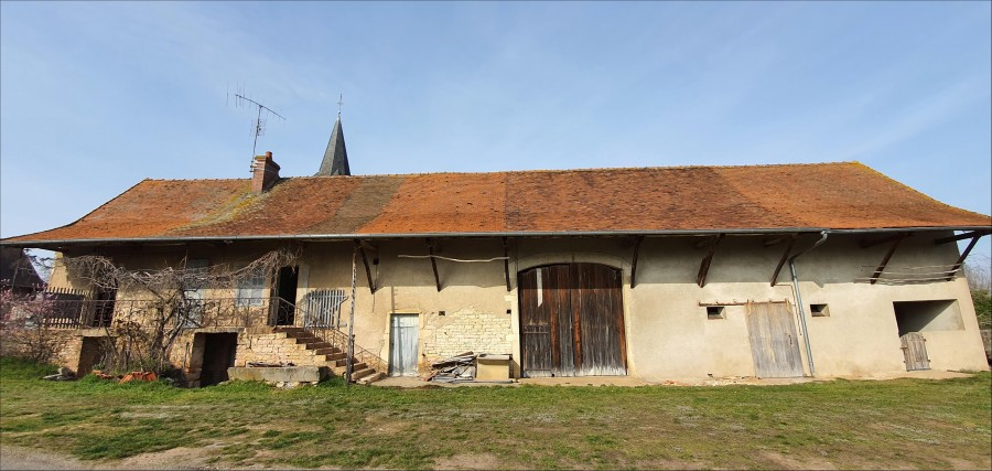 Village farmhouse needing renovation, 20 minutes from Chalon sur Saône