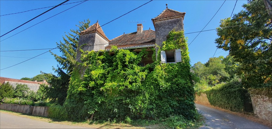 Period village house of great charm