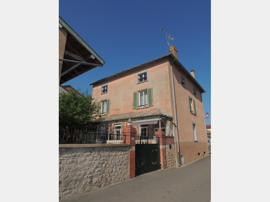 Village house in very good condition, with nice views