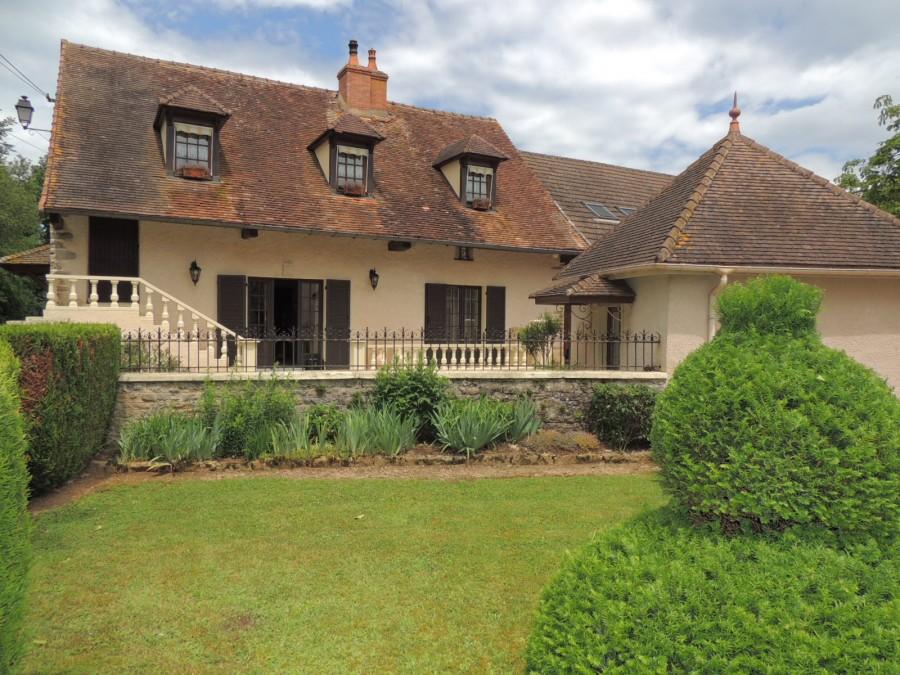 Grande maison de campagne et son superbe jardin à 20 minutes de Cluny