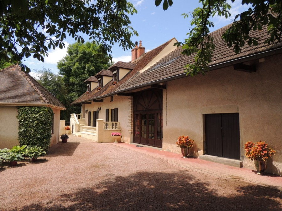 NW of Cluny, a large property with extensive accommodation and a superb view